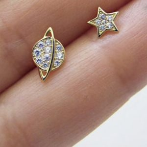 Space mismatched stud earrings – (18K gold plated)
