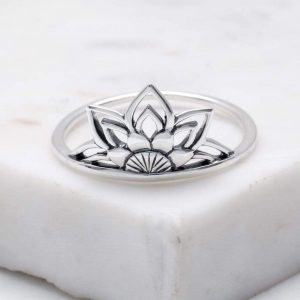 Dainty Mandala ring – Sterling silver (size 7)